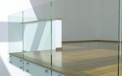 Parapetto in vetro e balaustre: come pulirli e renderli brillanti