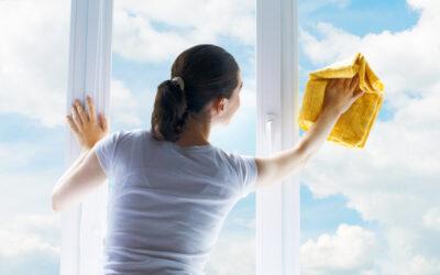 Pulire i vetri con prodotti fai-da-te o con detergenti? Facciamo chiarezza