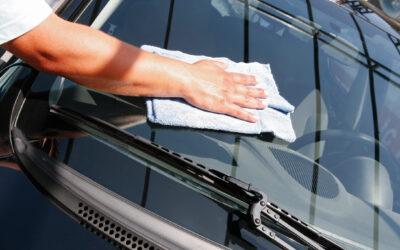Come pulire i vetri auto senza danneggiarli: ecco una guida per proteggerli